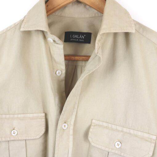 Camisa dos bolsillos beige